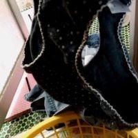 【盗撮】独り暮らしを始めた『妹』の洗濯カゴの服・下着・染みパンをチェック?