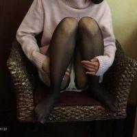 【脚/足フェチ】毛糸のパンツ&黒ストッキングの素人モデルの脚を撮影、最後は下着に[フルHD]