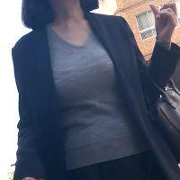 プレミアム!ジャケットの内側で暴れまくる爆乳、品のある着衣爆乳ママ!