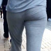 うすーい、スウェットパンツの着衣お尻様に大接近!
