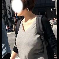 おっ!肥大化した着衣母乳ママを発見!