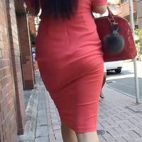 ロン毛deタイトスカートな着衣大尻様に密着!