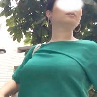 肥大化乳房の着衣巨乳様に密着取材!