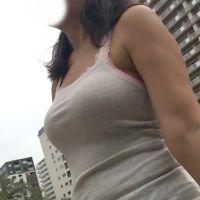 巨乳&爆尻な着衣様に密着取材!