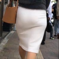 白タイトスカートな着衣巨尻様に密着!