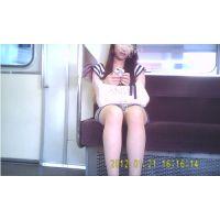 ボディコン女子大生のデルタ 光が差し込んで スーパーデルタまる見え(ミニスカなのにまったく隠さないから!)10-4(A)