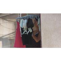 暇つぶし。オンボロ女子寮に住むスレンダー美人の着替え&洗濯物干し
