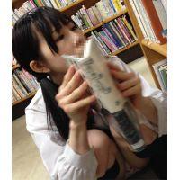 清楚系黒髪色白美少女◯kちゃんと図書館内で再会 ゆるすぎるお股のしゃがみパンチラを真正面から粘着撮影♪
