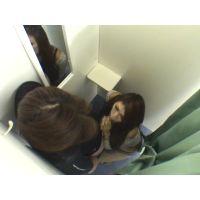試着室で2人きり、フル勃起チンポを見て興奮しちゃった女性店員!もえ・あすか