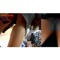 【逆さ撮り・パンチラ】 スマホと小型カメラでスカート内を盗撮(レンタル店・コンビニ・スーパー)