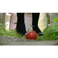 【動画】足裏秘宝館★トマトクラッシュ屋外篇☆聖香