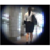 【フルHD動画241】ブラが透けて見えてる巨乳女子大生2人(リクスー&Tシャツ)