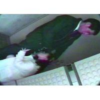 サラ金業者に駅に呼びつけられた若妻トイレでイマラチオ口内ガチ射精