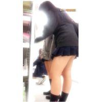 ミニスカすれっすれ2人組女良と超美脚ハイパーハイレベルなお姉ちゃん^^