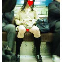 【電車対面鞄カメラ】 制服 ガチンコ 電車内対面パンチラ 2