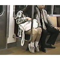 ボディコン体育会系の女子大生?に電車で痴漢してみた→ダッシュ!逃亡