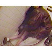 強制フェラチオ脅迫レイプH撮影されトイレで立ちマン強要の素人美人