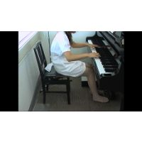 音大生のピアノ 白衣の天使ストッキング編