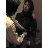 家族に内緒でFXで借金返済する事になったデカパイ美人妻ガチNTR撮影