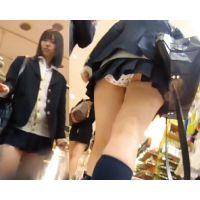 HD高画質パンチラ逆さ撮り 街の制服ちゃん! おしゃれパンツが丸見えな件!