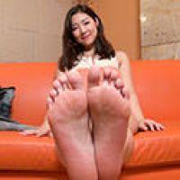 【足フェチ】かりんちゃんの恥ずかしい脚・足裏・足の動きをじっくり観察