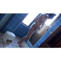 下を入念に洗うスリムな割にはおっぱいある子のシャワー