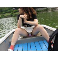 【高画質】ボート漕ぎに夢中な彼女のパンツを対面盗撮