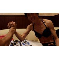 筋肉質な女の子 〜腕相撲〜
