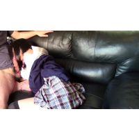 【個人撮影】みき20歳とソファSEXスカートに大量発射前編