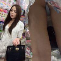 【盗撮】綺麗なお姉さんのTバッグは好きですか?