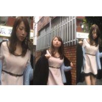 【盗撮】ちょいギャル風美女のパンティーを路上で盗撮!!!