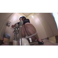 小顔ショートカットOLのトイレ固定カメラ映像