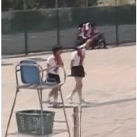 テニスを見学する妖精美少女