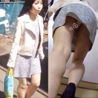 【階段パンチラ!】出勤途中のゆるかわOLのパンツを盗撮!!
