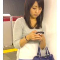 ⭐パンティ食い込み、ムチムチボディ好き男子必見!)駅で見つけたムチムチボディ美形ギャル姉ちゃんを隠し撮りやってやり