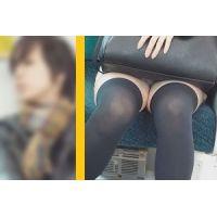 見晴らし良好 膝荷物の下からモロパン 電車対面