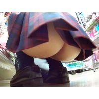 HD高画質-スカートから覗いているお尻の割れ目と盛り上がり・・・その先