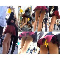 【パンチラ】ゆるふわなフレアミニスカートから覗くTバックを盗撮wwww!!