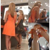 【奇跡のダブルパンチラ!】買い物中のお姉さん二人をまとめて逆さ撮りしてやったwww!!