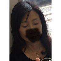 熟女痴漢:40代化粧品臭