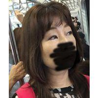 熟女痴漢:40代濃い目お化粧