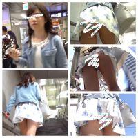 【清楚系美少女】上京したての女子大生の後をつけたらスカートがめくれ上がっちゃった♪