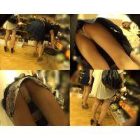 【逆さ撮り】ミニスカ生脚美脚ギャル2人組