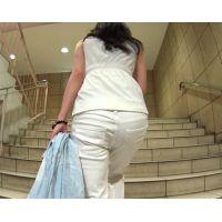 パンツが半ケツに なりそうなくらい ズリ落ちながら歩く お姉さん!【極♀尻 125】