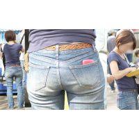 爽やかで可愛い若ママさんはプリっとしたジーンズ美尻に喰い込んだパンティーのラインをクッキリと浮かび上がらせる!!