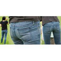 子供と無邪気に遊ぶ優しそうな可愛い若ママさんはジーンズ美尻に喰い込んだパンティーのラインをクッキリと浮かび上がらせる!!