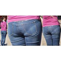 真面目で優しそうな可愛い奥さんは柔らかそうなジーンズ美尻に喰い込んだパンティーのラインをクッキリと浮かび上がらせる!!