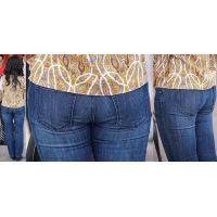 フェロモンプンプン振り撒いていた美形のセレブ奥様はジーンズ美尻に補正したヒップラインをクッキリと浮かび上がらせる!!
