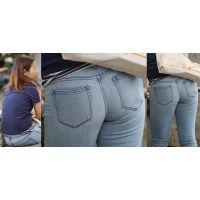 爽やかで健康的な可愛い若ママさんはジーンズ美尻にヒップラインをクッキリと浮かび上がらせる!!
