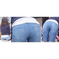 綺麗な若ママさんはジーンズで包む美尻にパンティーラインをクッキリと浮かび上がらせる!!